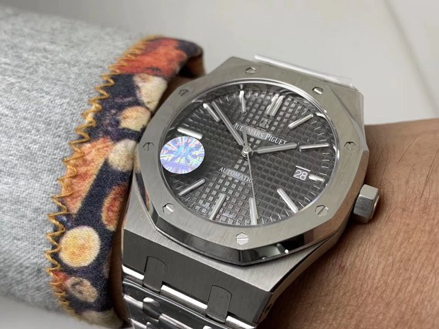 Audemars Piguet Royal Oak 15400 from J12 Factory, The Newest V5 Edition Arrives