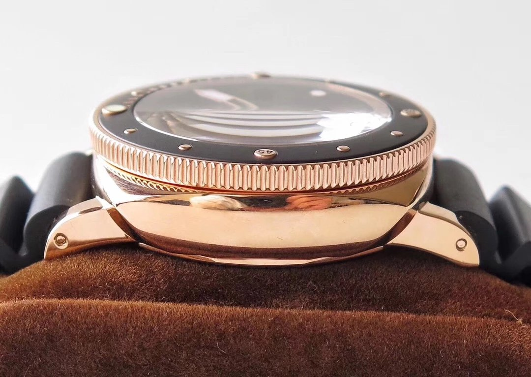 PAM 684 Rose Gold Case