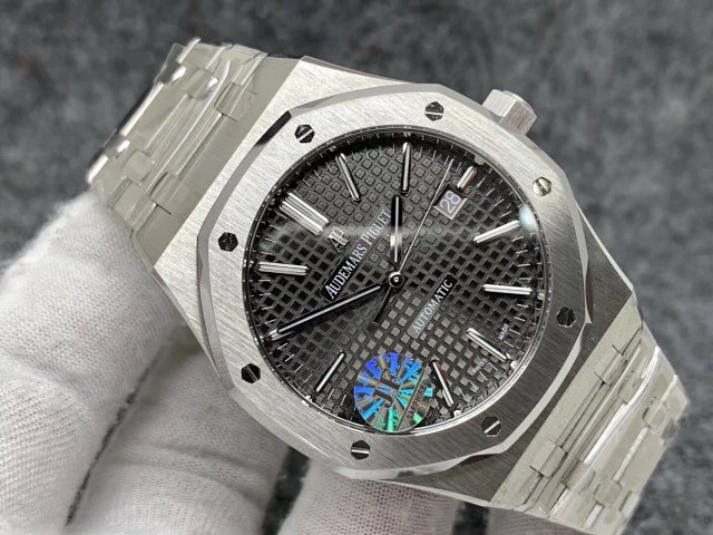 Replica Audemars Piguet Royal Oak 15400 Grey