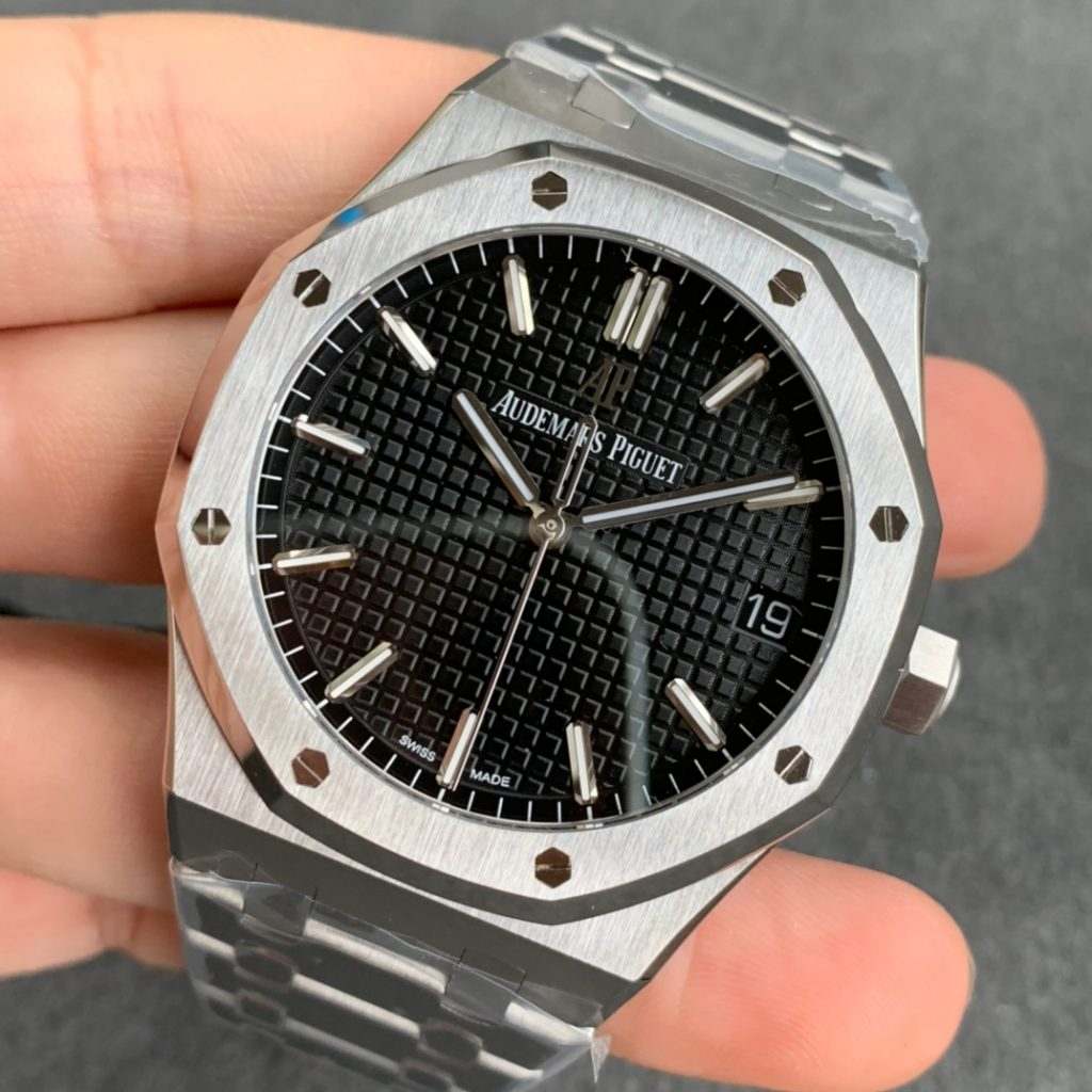 Z FACTORY REPLICA AUDEMARS PIGUET ROYAL OAK 15500 WITH CLONE 4302 MOVEMENT REVIEW